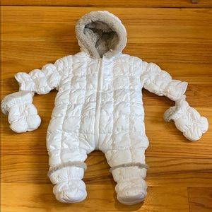 NWOT Taille snowsuit 3m